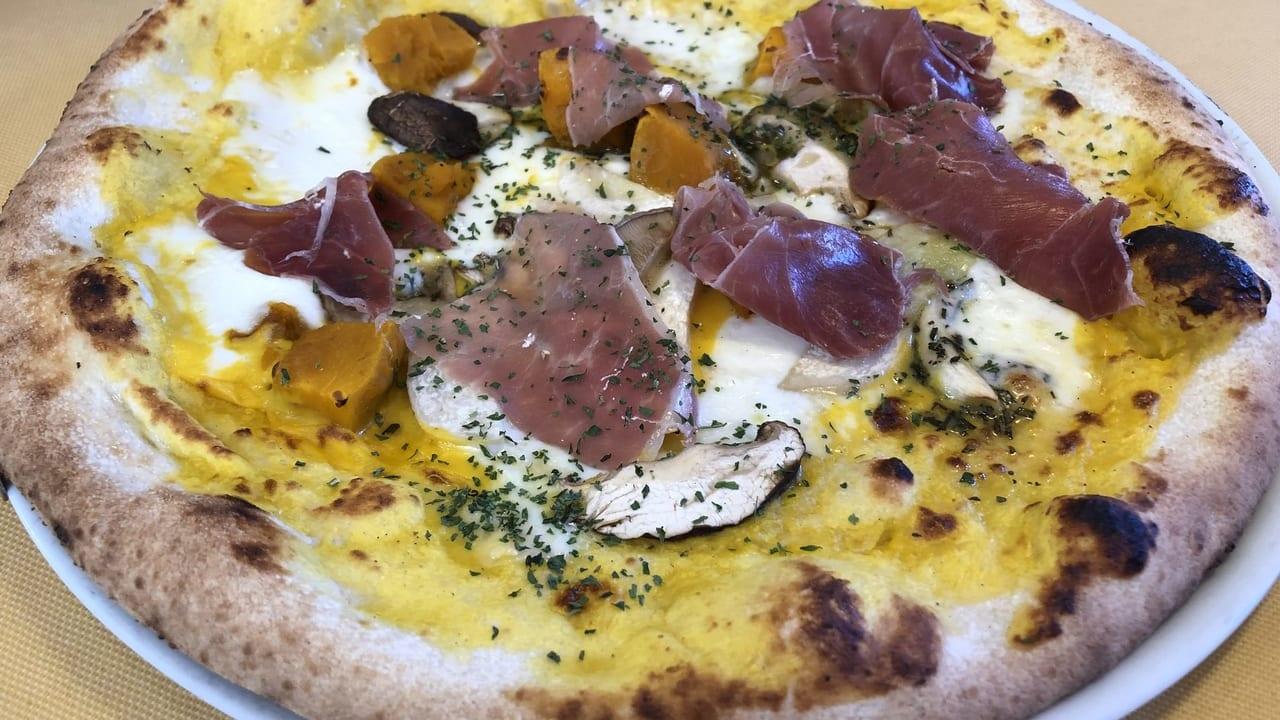 マンマパスタのピザ